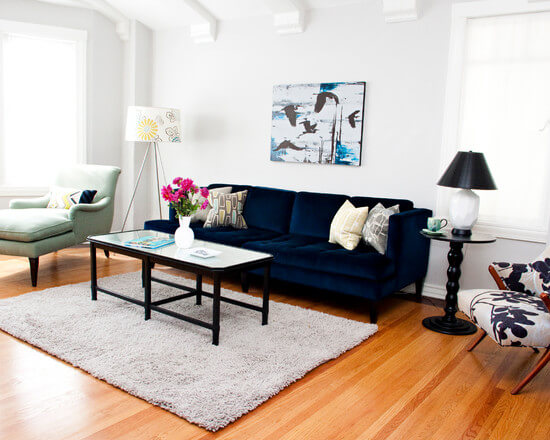 бархатный синий диван