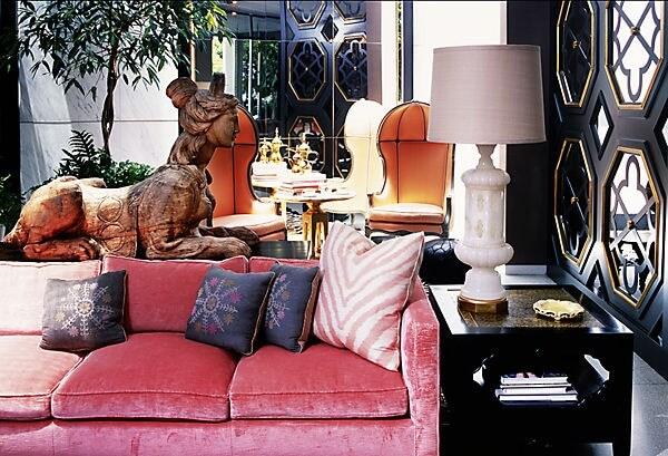 бархатный розовый диван